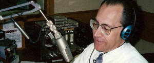 gary-morgan_reading-news-in-wfhr-news-studio_800x330