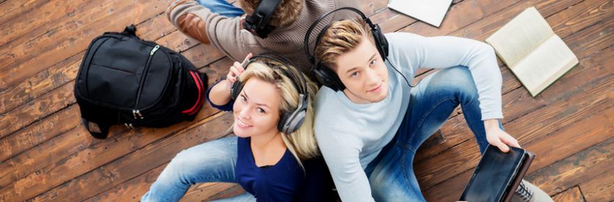 students_listening-to-internet-radios_900x400