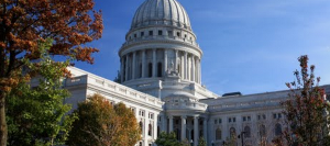 _state-capitol-building_autumn-trees_900x400
