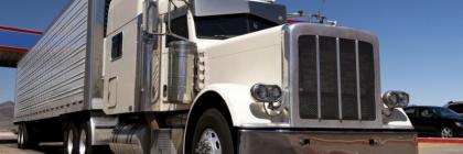 semi-truck_white-cab_silver-trailer_900x400
